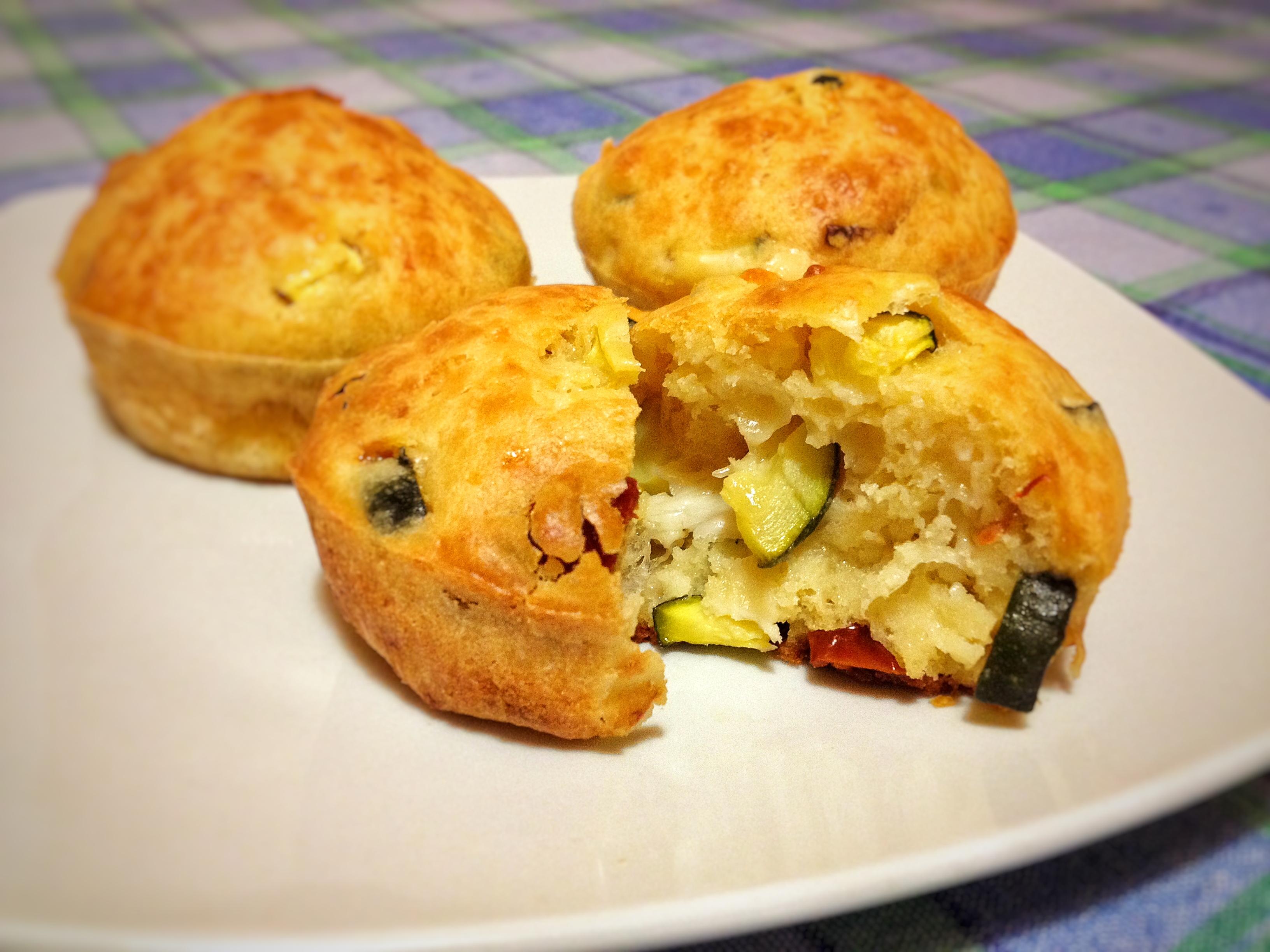 Muffin con zucchine e pomodori secchi