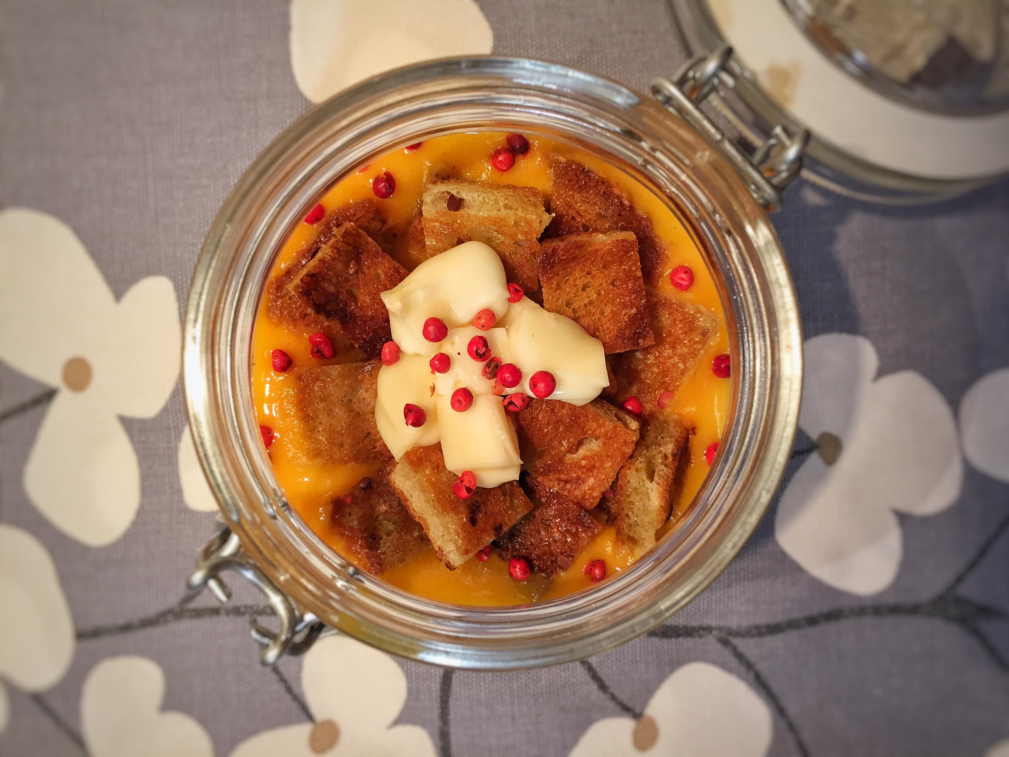 Crema di zucca e patate con crostini e taleggio D.O.P.