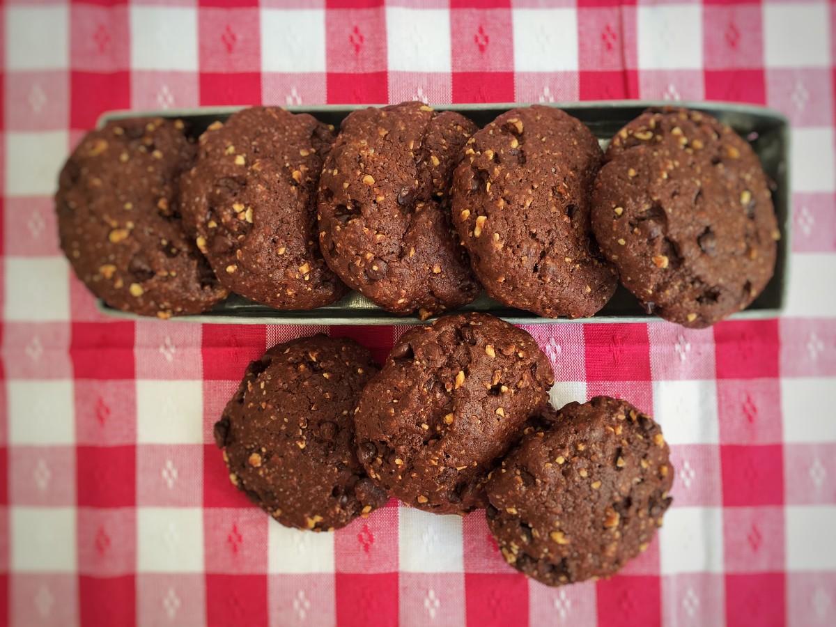 Cookies al cioccolato con cuore di Nutella