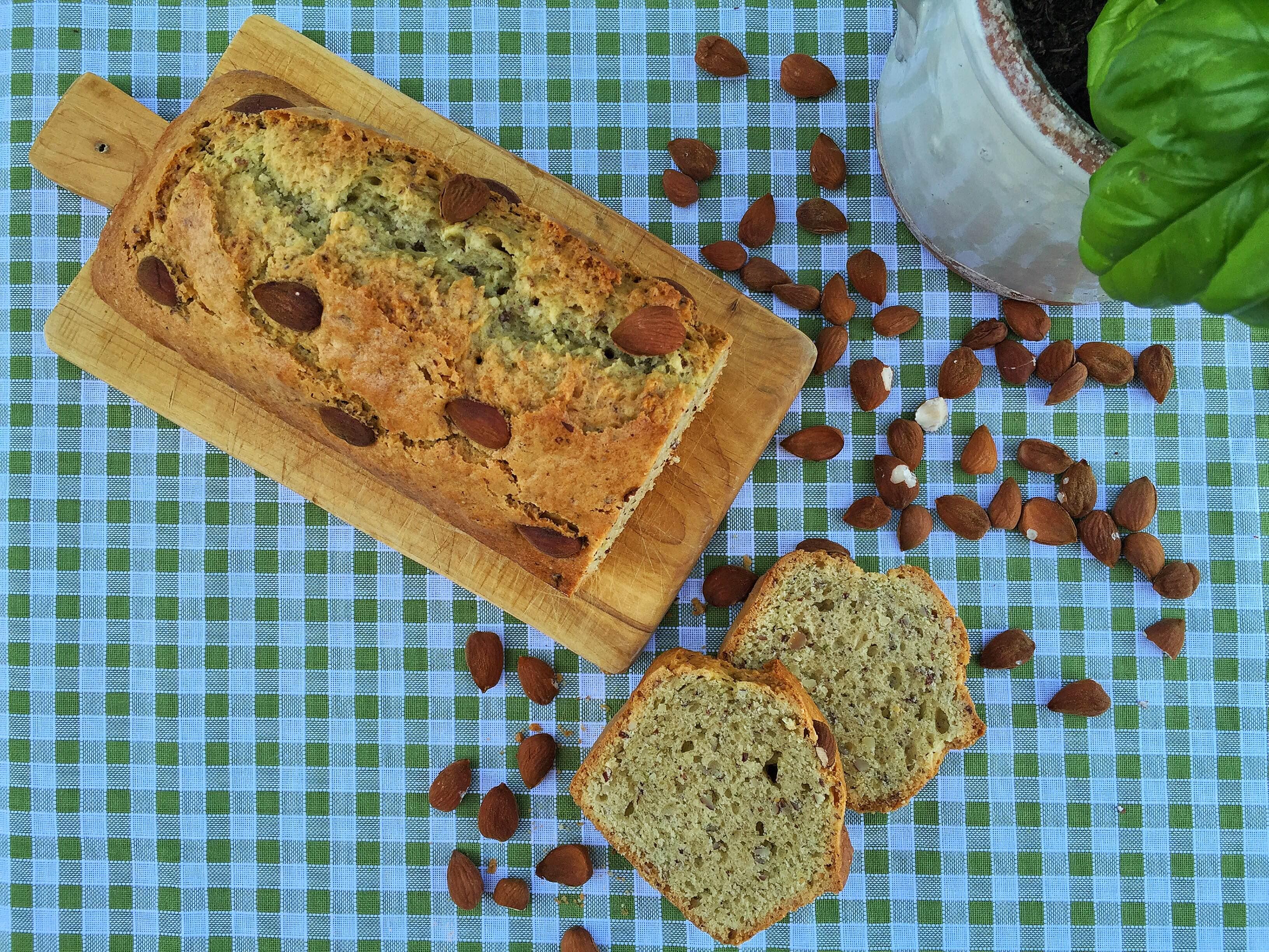 Plumcake mandorle e basilico