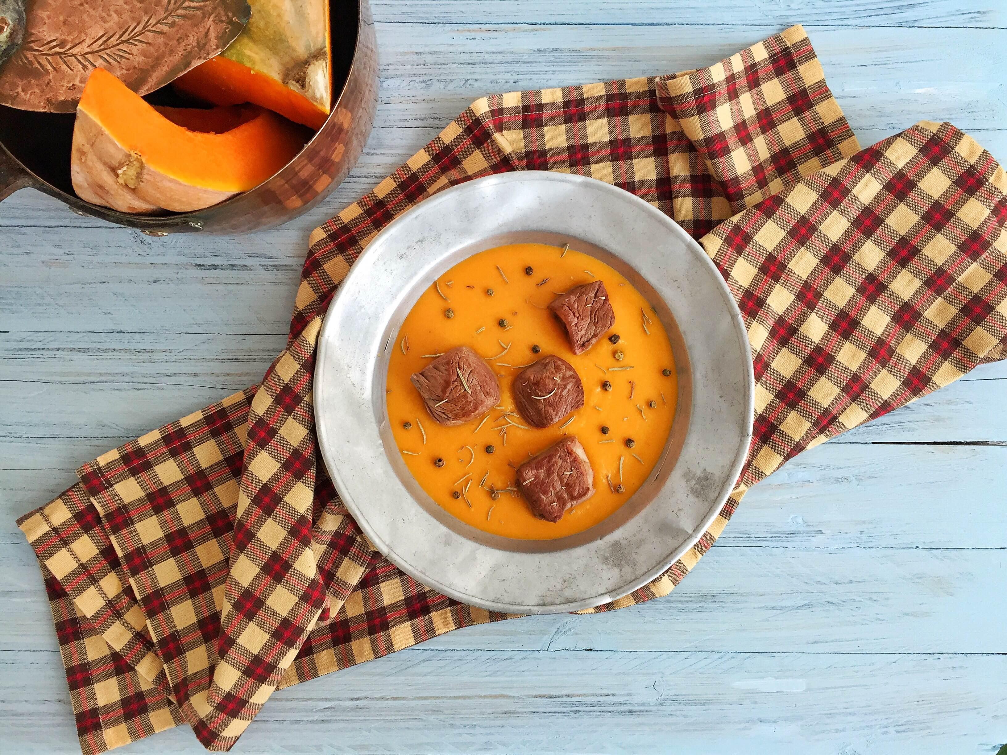 Tocchetti di vitello su crema di zucca al curry