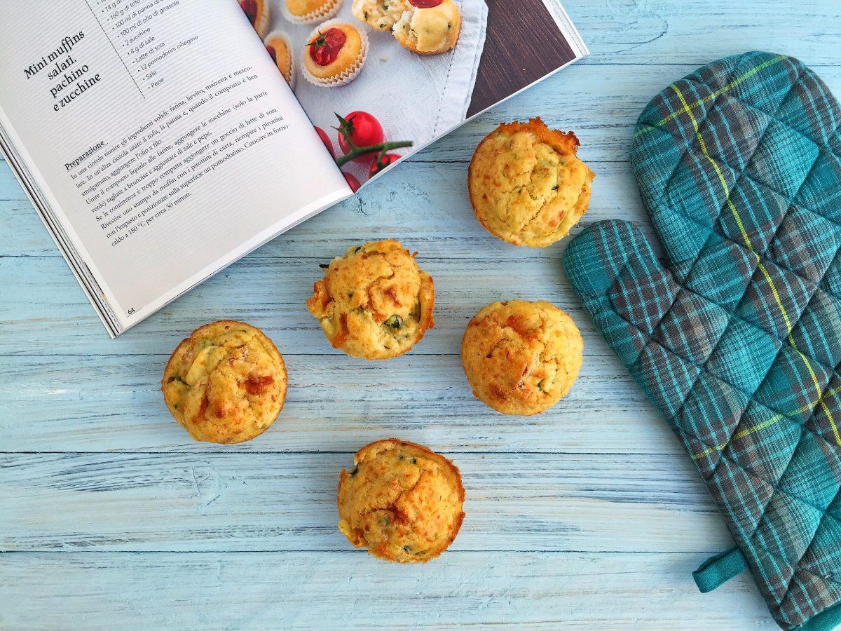 Muffin salati con zucchine, prosciutto e asiago