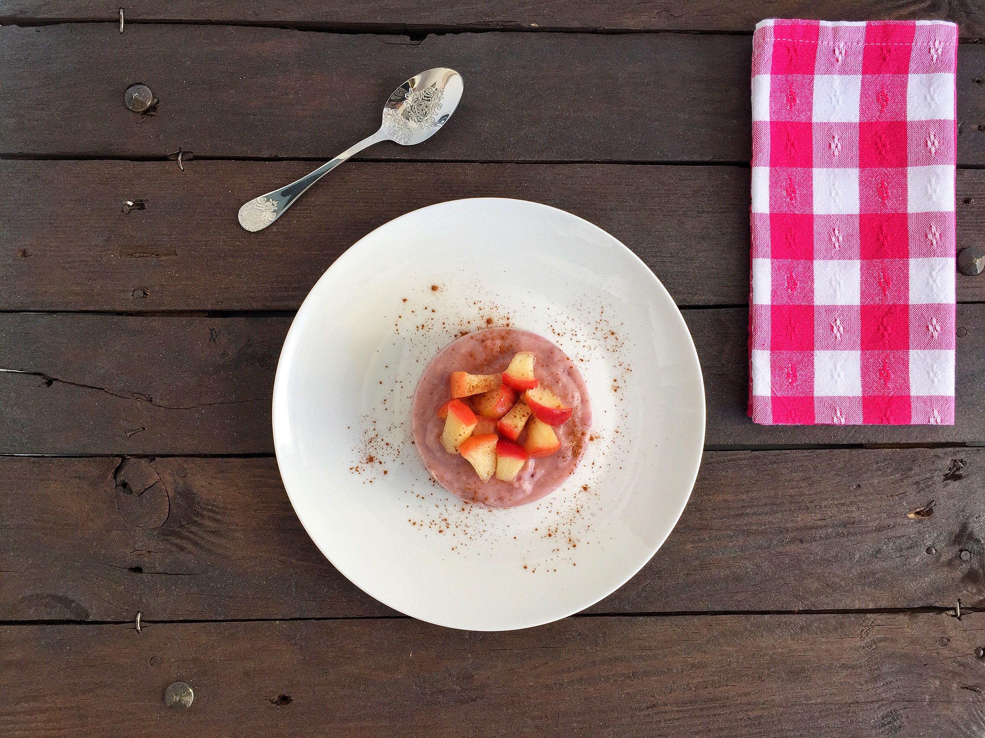 Flan di mele con fragole e mandorle