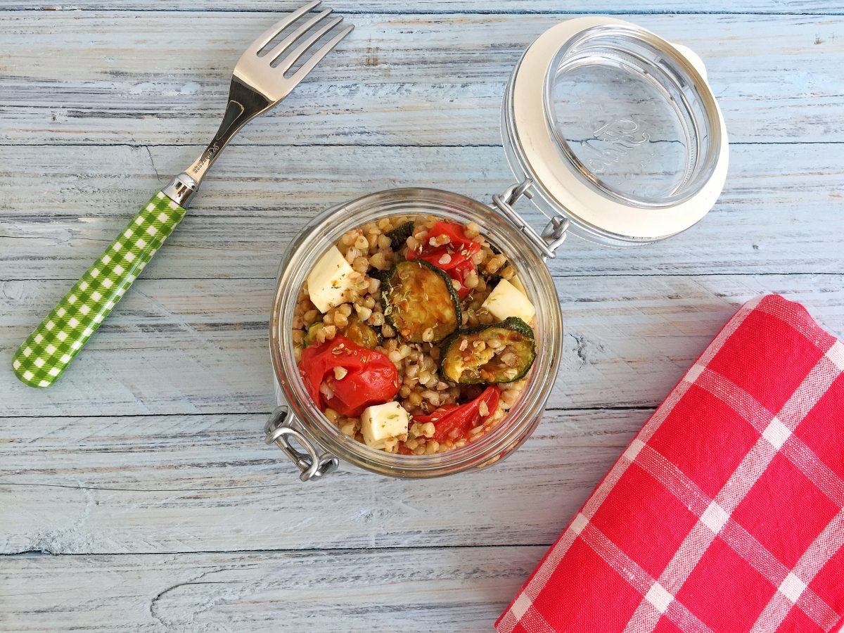 Grano saraceno con verdure aromatizzate all'origano