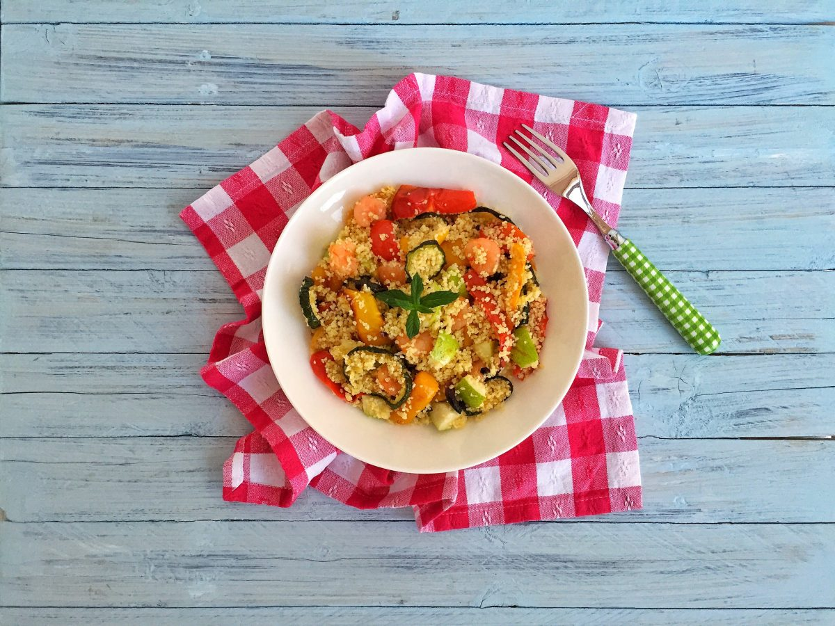 Cous cous con verdure, gamberi e pere