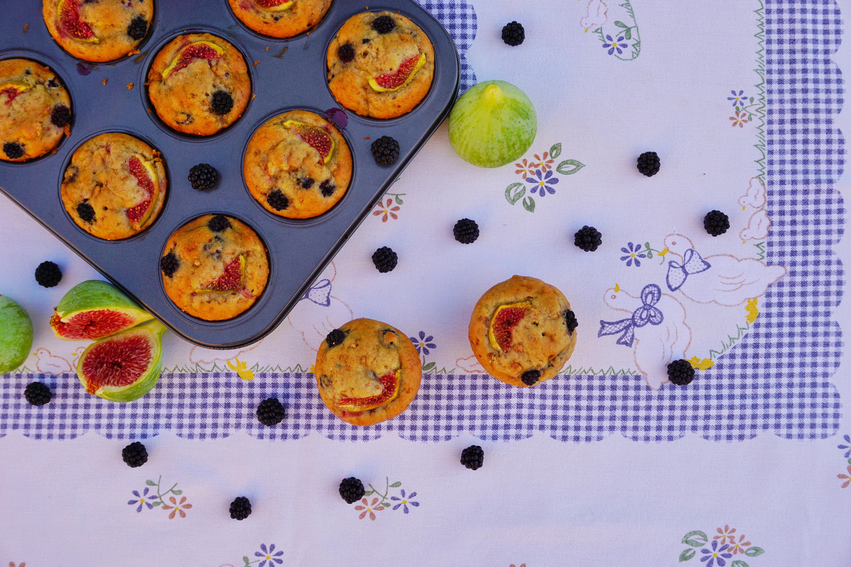Muffin con fichi, amaretti e more
