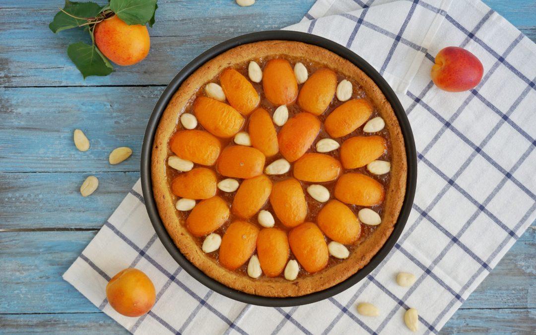 Crostata integrale con marmellata e albicocche