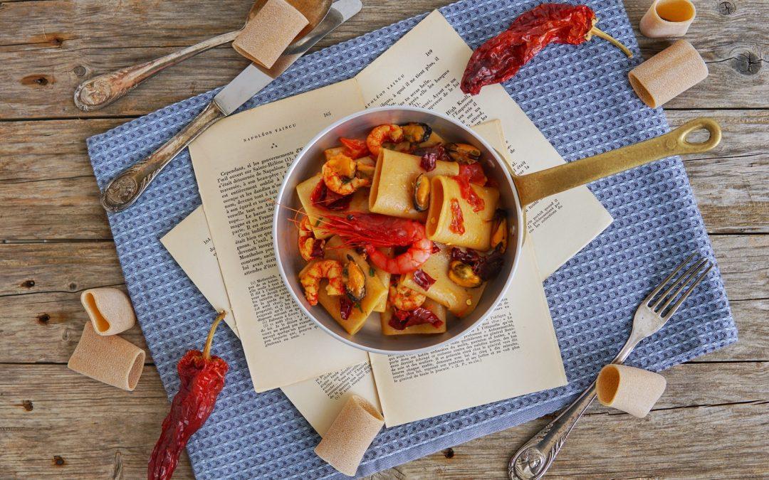 Paccheri con gamberi rossi, cozze e peperoni cruschi